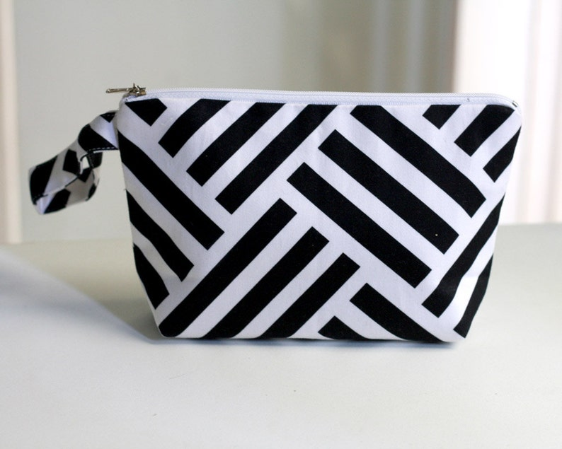 Geometric Pouch  Black and White cosmetic bag /  make up image 0