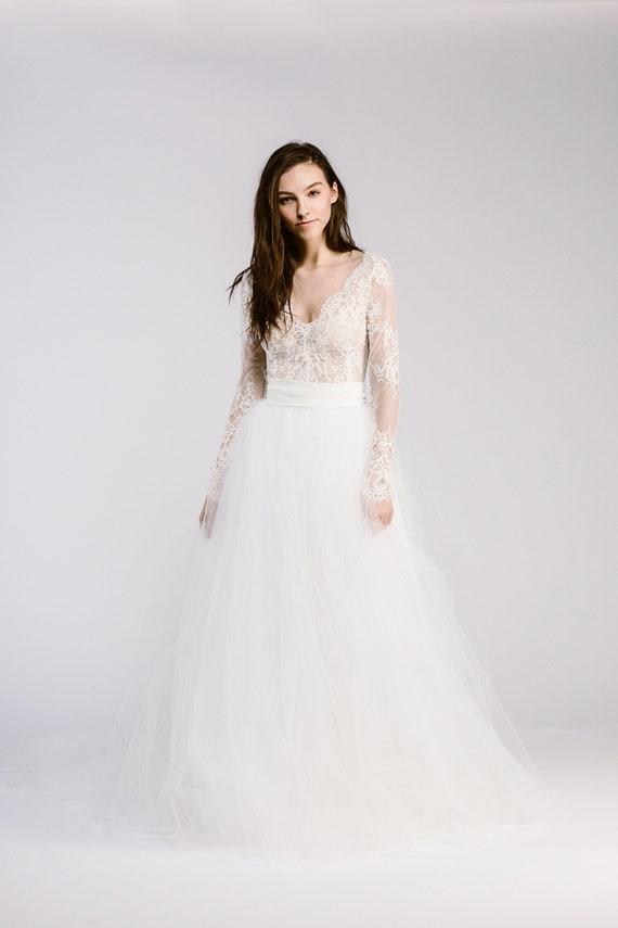 lace v neck wedding dress