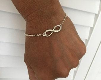 Seashell Jewelry ... Dainty Silver Chain Bracelet ... Infinity (1581)