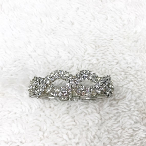 6710 Size 5 Gorgeous Sparkly Gold Tone Ring Loaded With Clear Rhinestones