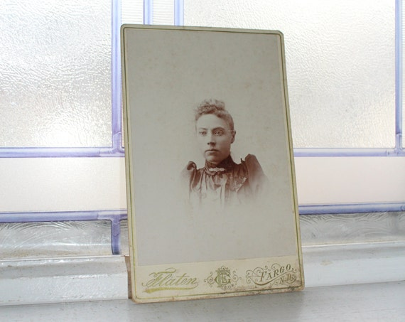 Victorian Woman Cabinet Card Photograph Antique 1800s