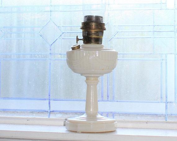 Lincoln Drape Alacite Aladdin Lamp Vintage Oil Lamp with Glass Chimney