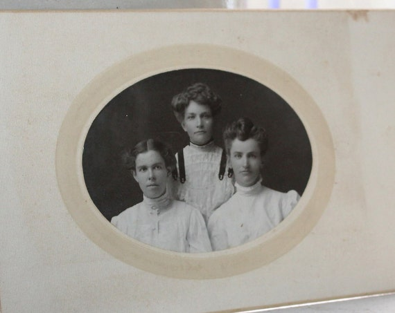 Vintage Cabinet Card Photograph Beautiful Victorian Women