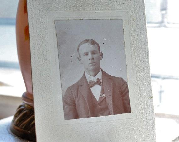 Antique Carte De Visite CDV Photograph Victorian Man 1800s