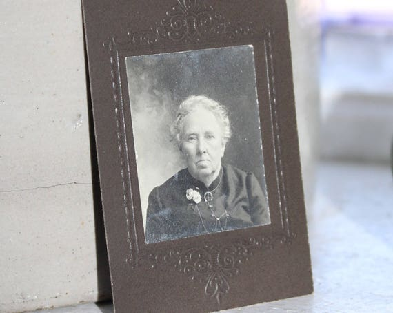 Antique Cabinet Card Photograph 1800s Victorian Woman 3 x 2