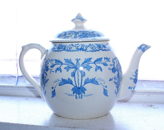 Antique Circa 1880 Teapot Blue and White T & R Boote Lahore