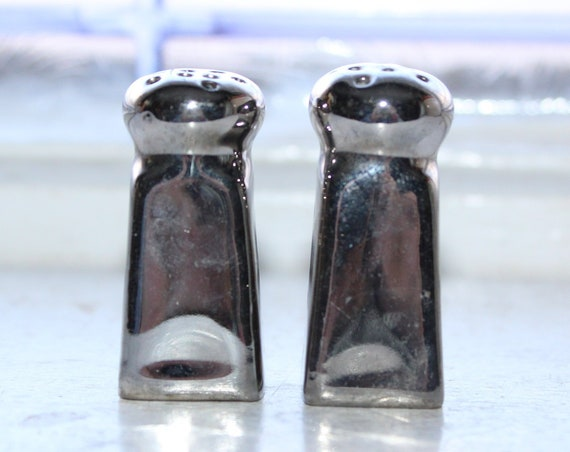 Small Salt & Pepper Shakers Vintage Silver Lusterware