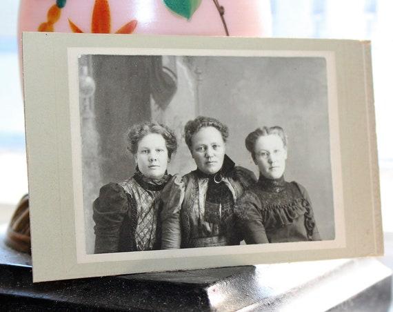 Vintage Carte De Visite Photograph 3 Victorian Sisters 1800s