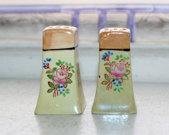 Small Salt & Pepper Shakers Vintage Lusterware
