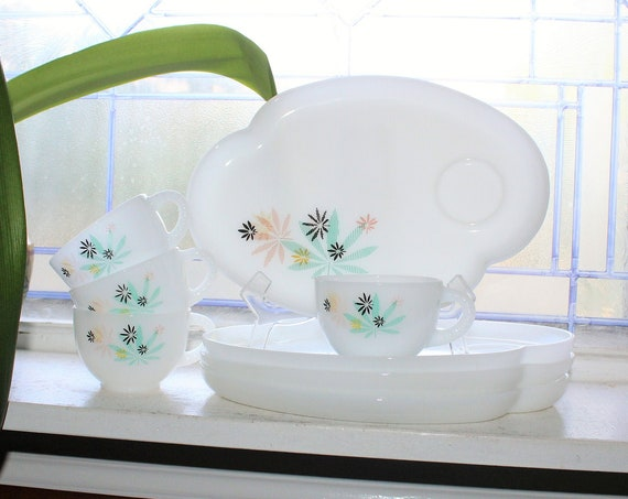 8 Pc Set Atomic Cannabis Flower Snack Set Mid Century Glass Luncheon Plates and Cups