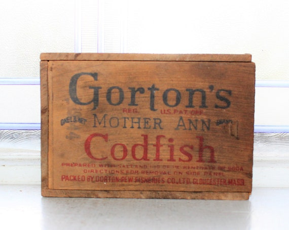 Vintage Wood Codfish Box with Sliding Lid and Dovetailed Corners 1940s