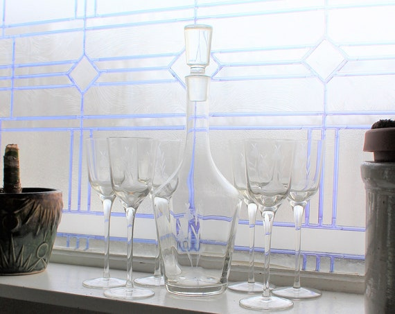 Mid Century Glass Decanter with 6 Glasses Vintage 50s Etched Design