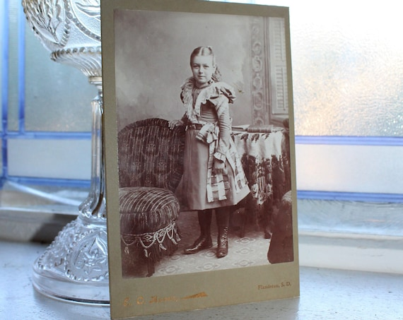 1800s Photograph Cabinet Card Young Victorian Girl