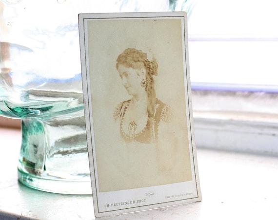 Antique Carte De Visite CDV Photograph Victorian Woman 1800s