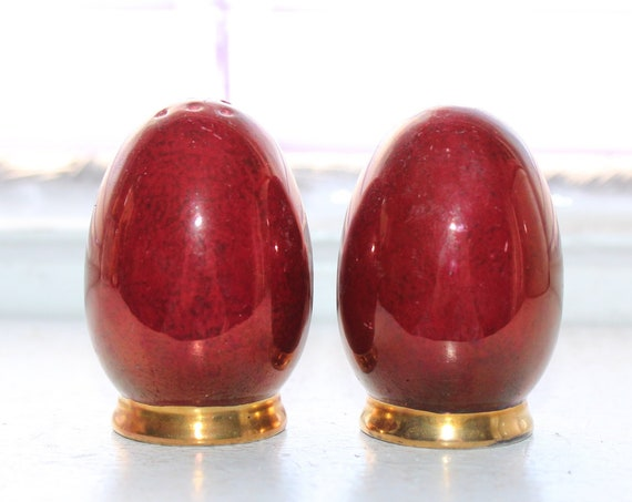Salt and Pepper Shakers Maroon and Gold Eggs Vintage 50s