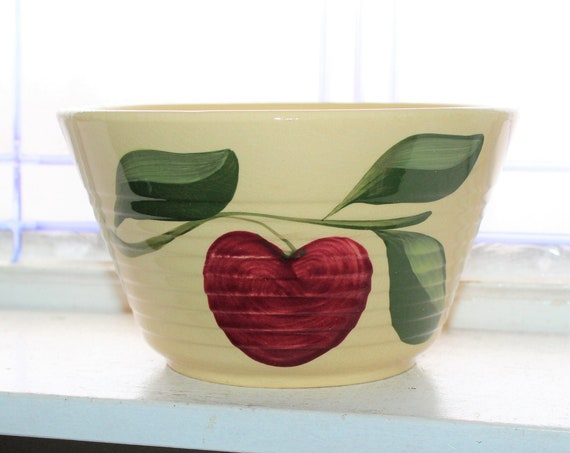 Large Watt Pottery Apple Bowl #8 Ovenware ND Advertising Vintage 1950s
