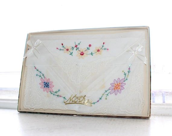 Vintage Ladies Handkerchief Boxed Gift Set For Mother