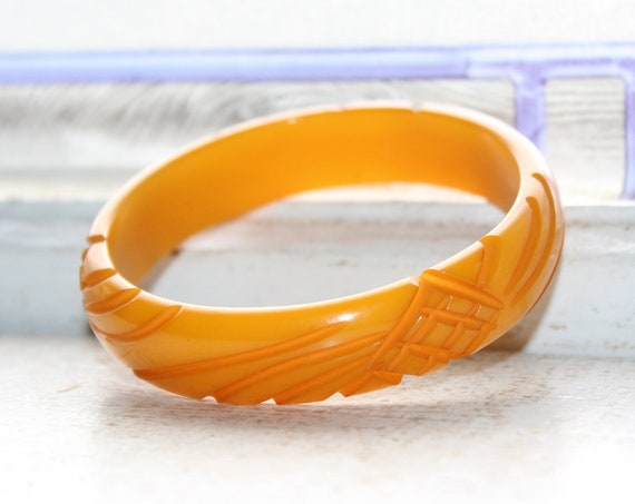 Vintage 1930s Carved Bakelite Bangle Bracelet Butterscotch