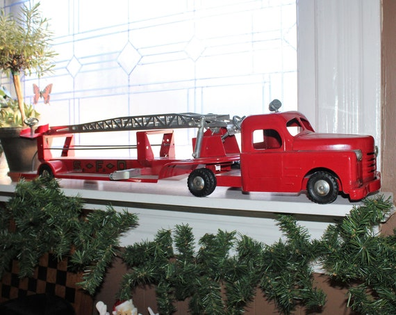 Structo SFD Fire Engine Extension Ladder Truck 1950s