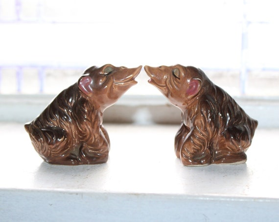 Vintage Salt and Pepper Shakers Kissing Apes