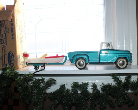 Vintage Tonka Truck #22 Deluxe Sportsman w/ Boat Trailer and Box 1950s