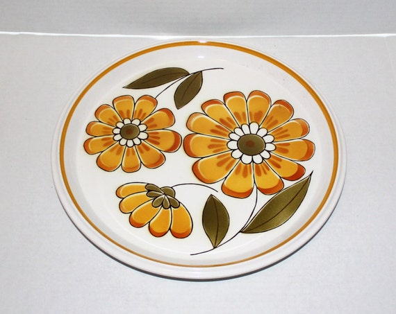 Mikasa Light N Lively Happy Charger Plate 1970s Flower Power Dinnerware Vintage Retro White and Yellow Gold
