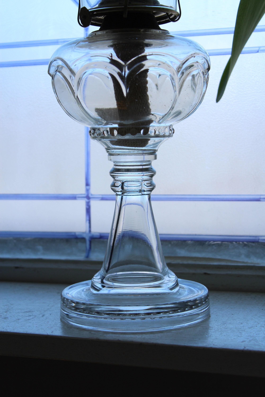 Lampada di olio di vetro antico EAPG con camino