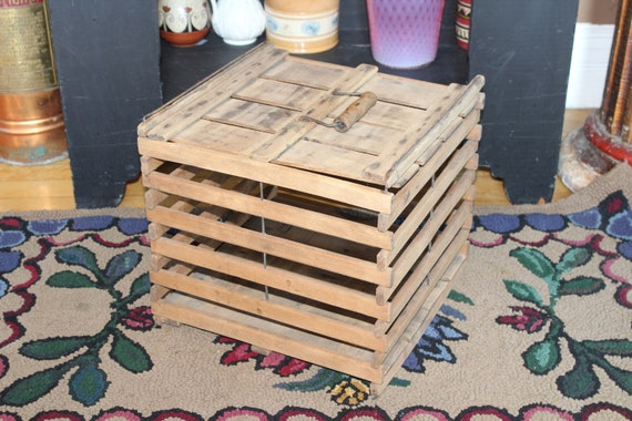 Vintage Wood Egg Crate with Handled Lid Rustic Farmhouse Decor
