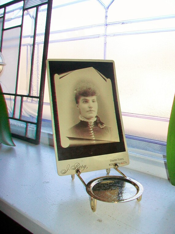 Antique Photograph Beautiful Victorian Woman 1800s Cabinet Card