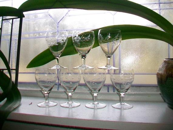 7 Vintage Etched Glass Cordial Aperitif Liqueur Wine Glasses Stemware