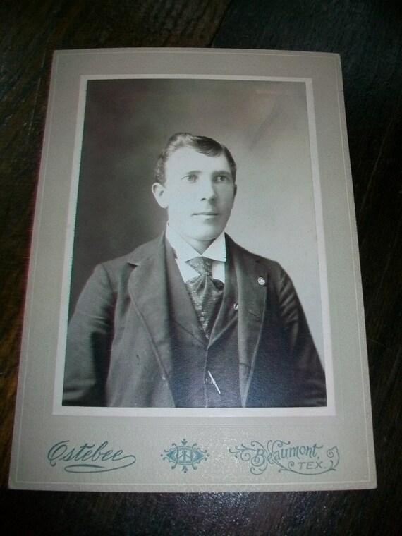 Vintage Photograph Victorian Gentleman 1800s 7.25 x 5.25 Cabinet Card