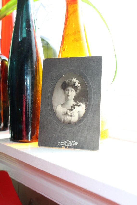 Antique Photograph Beautiful Victorian Woman Cabinet Card 1800s