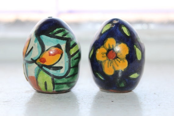 Salt and Pepper Shakers Mexican Eggs Vintage 50s