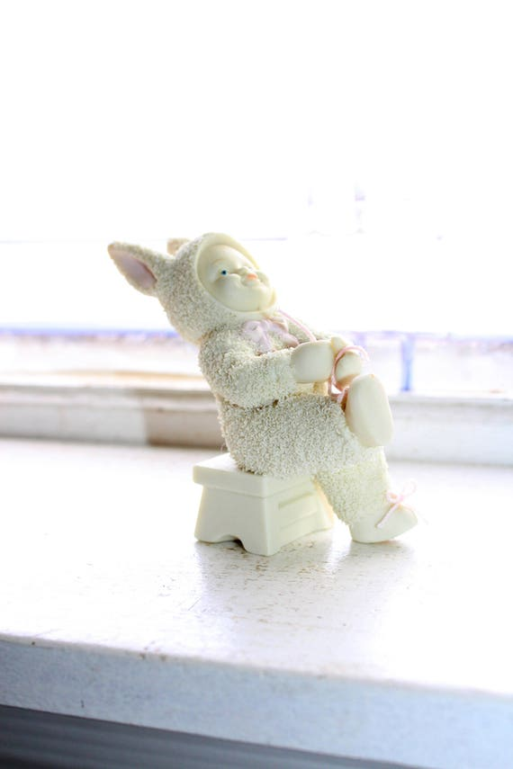 Dept 56 Snowbabies Figurine I Can Do It Myself Tying Shoe