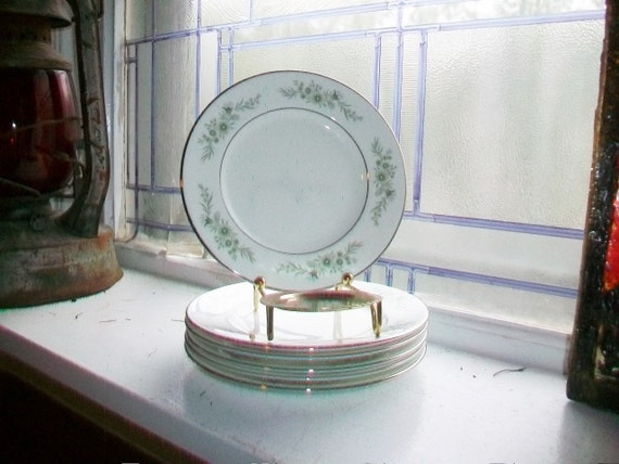 6 Vintage Wedgwood Westbury Bread and Butter Plates