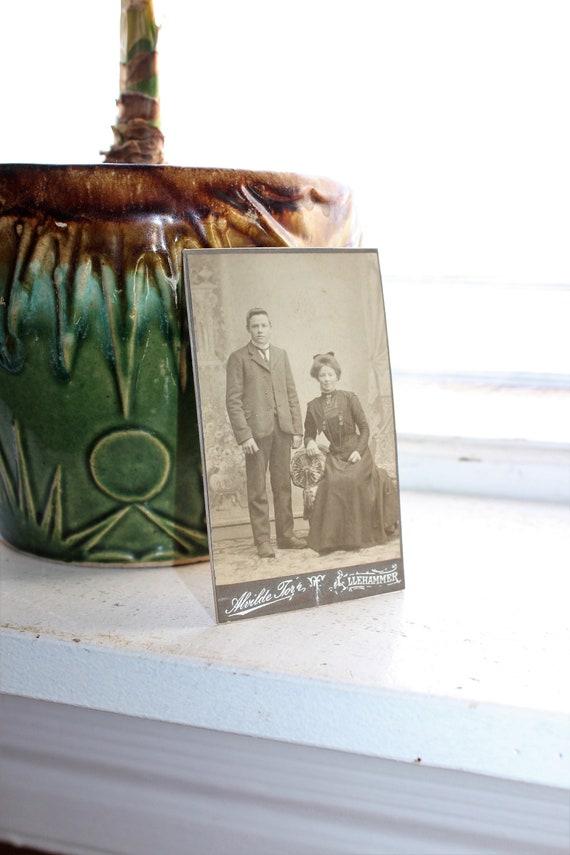 Antique Carte De Visite CDV Photograph Victorian Couple 1800s