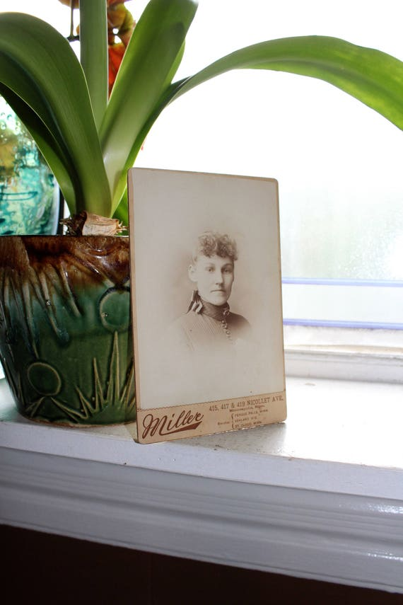 Antique Cabinet Card Photograph Beautiful Victorian Woman