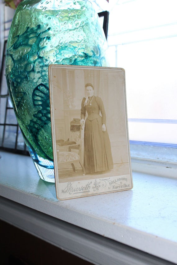 Antique Photograph Victorian Woman Cabinet Card 1800s