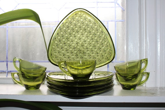 10 Pc Snack Set Avocado Green Federal Glass Triangle Daisy & Button