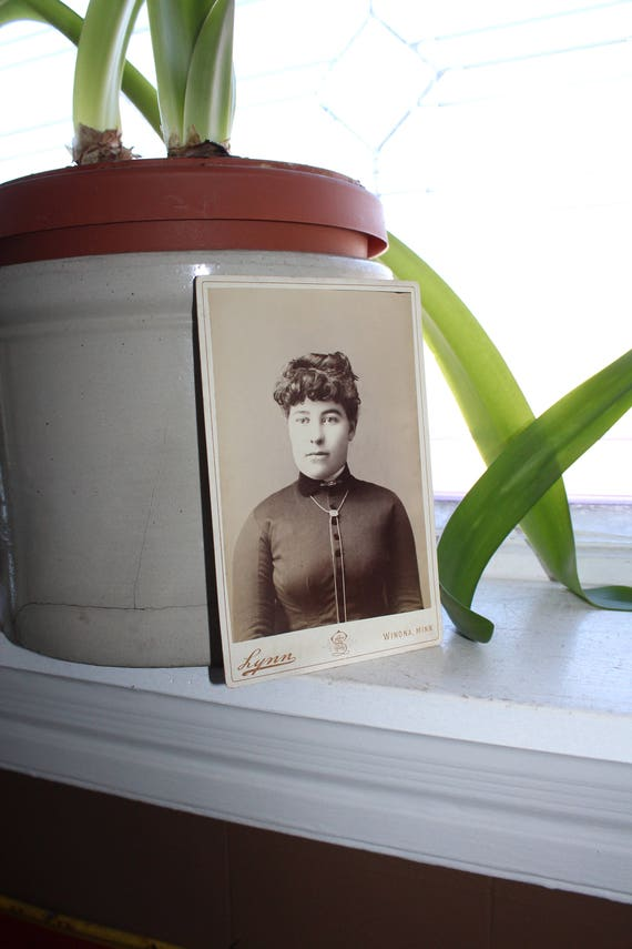 Antique Cabinet Card Photograph Victorian Woman