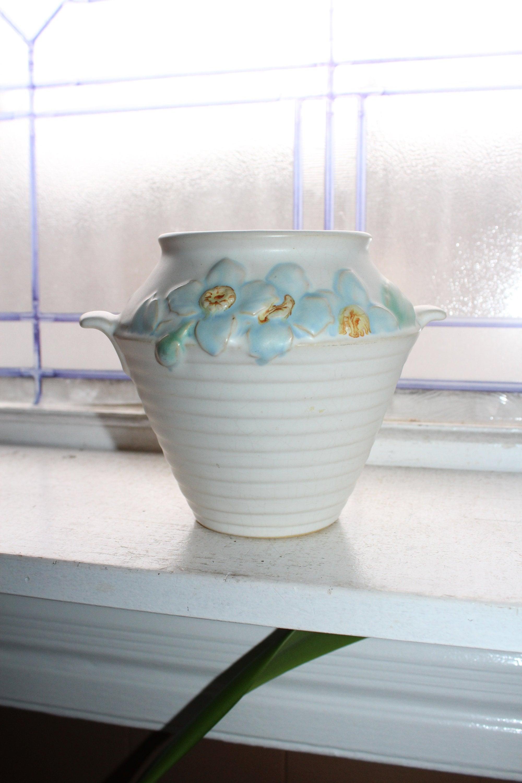 Aspire Auctions | Vintage pottery, Pottery art, Porcelain