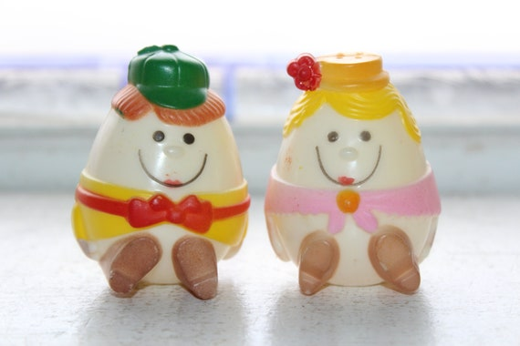 Vintage 1970s Plastic Salt and Pepper Shakers Anthropomorphic Eggs