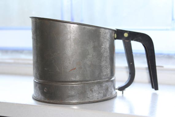 Vintage Bromco Sifter Spring Action Black Handle 1940s Farmhouse Decor