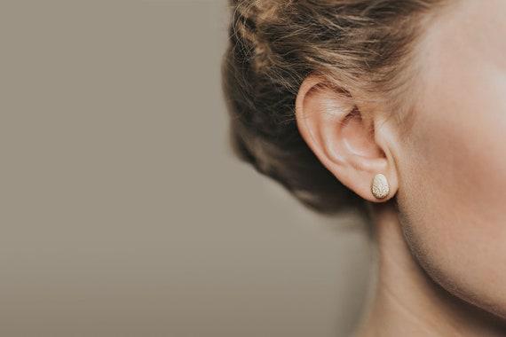 Pebble dangle earrings Amia in 18k Gold Vermeil bridal jewelry oval earrings earrings studs gold button earrings gifts for her
