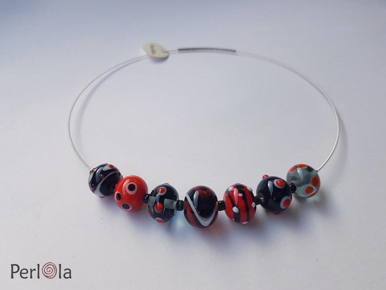 Muranoperlen Glasperlenkette in Rot-Wei\u00df-Schwarz Kombination aus handgefertigten Lampworkbeads