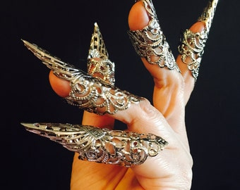 Iron claw rings,nail guards,set of 5pcs. Made in dull silver color and a vintage style filigree, sizable.