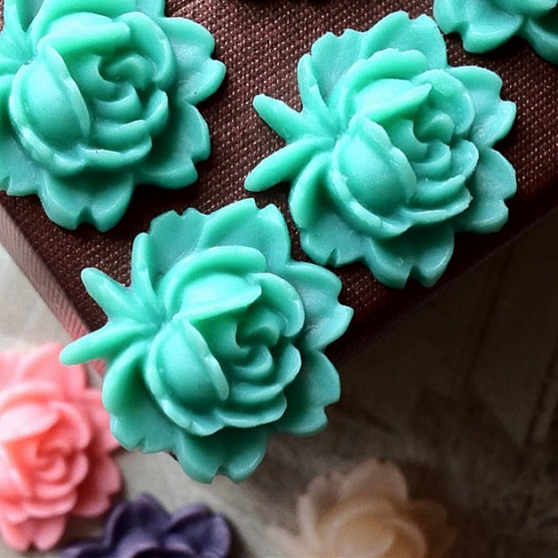 18 x 18 mm Lake Green Color Resin Flower Cabochons .am