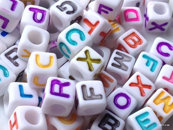 1,5 mm Nuevo En 50pcs X 10 Mm Multicolores Acrílico Cubo Beads-tamaño de agujero