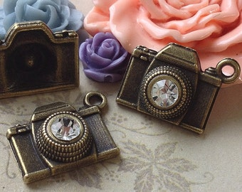 15 x 18 mm Antiqued Bronze Camera Charm With Crystal Clear Rhinestone Pendant  (.au)