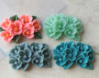 4 Pieces of  26 mm x 17 mm of Resin Flower Cabochons of assorted colors (.gg.nu)(zzb)